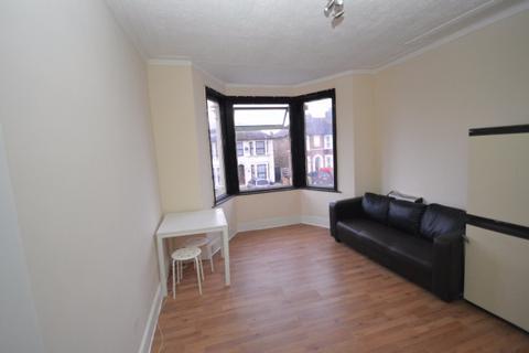 1 bedroom flat to rent - Kingswood Road,  Seven Kings, IG3