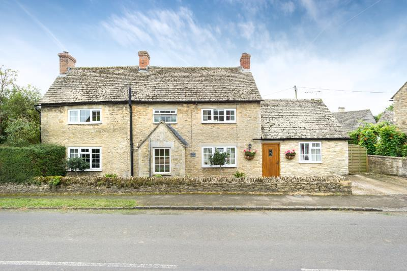 4 Bedrooms Detached House for sale in Forge Cottage, Station Road, Alvescot, Bampton, Oxfordshire
