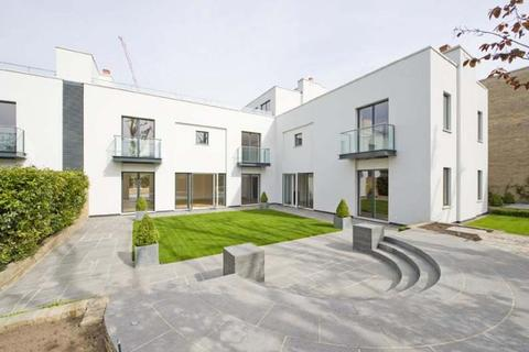 5 bedroom detached house to rent - ONE CROWN YARD, PETERBOROUGH ROAD, FULHAM, SW6