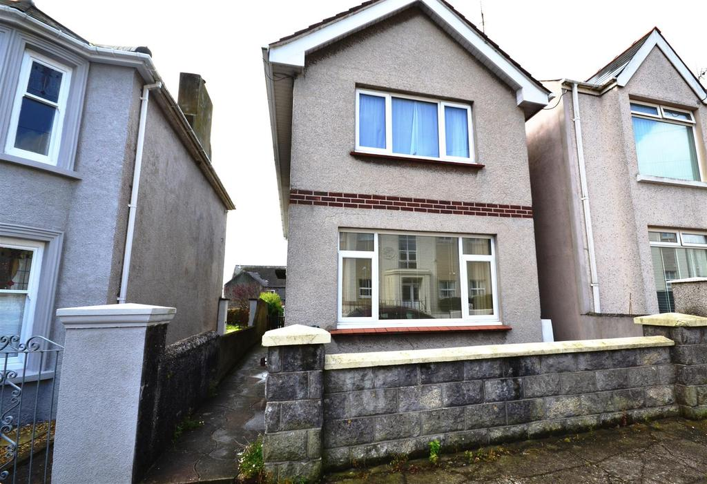 3 Bedrooms Detached House for sale in Milford Haven