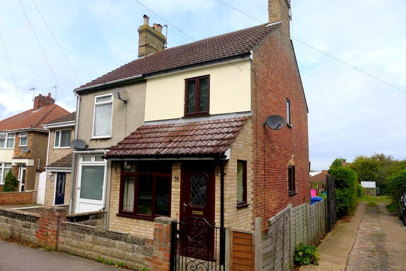 3 Bedrooms Semi Detached House for sale in Dell Road, Oulton Broad
