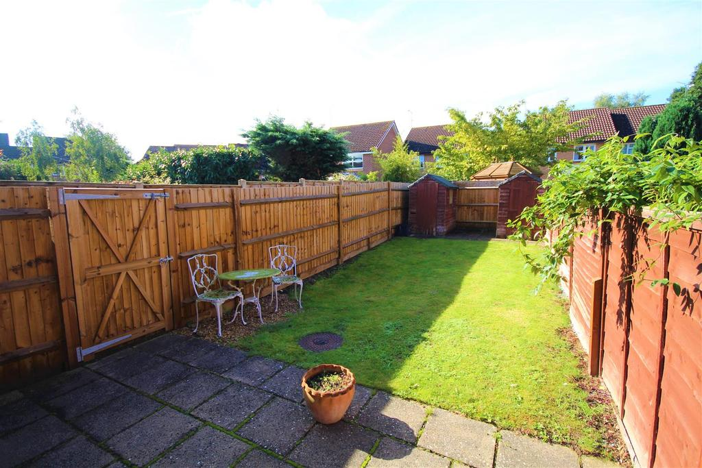 2 Bedrooms End Of Terrace House for sale in Mannock Way, Woodley, Reading