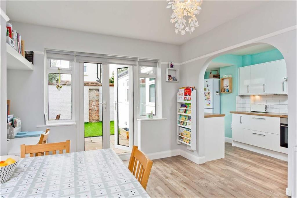 4 Bedrooms Terraced House for sale in Erroll Road, Hove, East Sussex