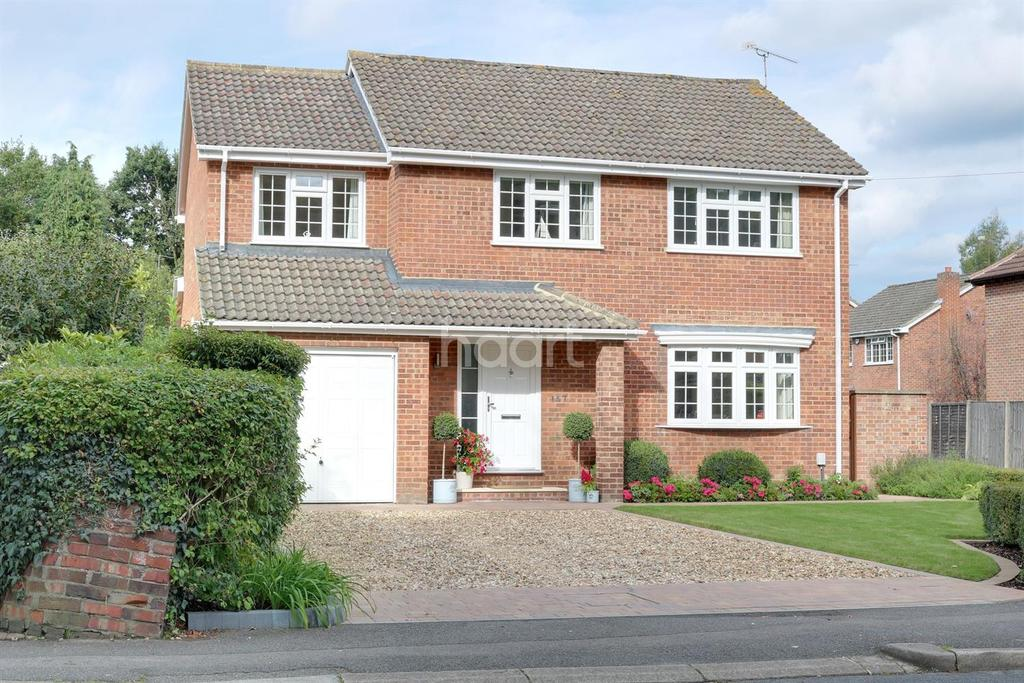 5 Bedrooms Detached House for sale in Sycamore Road, Farnborough, Hampshire