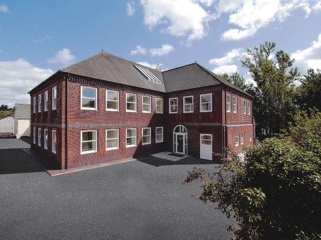 2 Bedrooms Apartment Flat for sale in Mill Lane, Station Road,Wiveliscombe, Taunton TA4