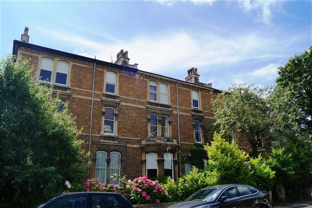2 Bedrooms Flat for rent in Oakfield Road, Clifton, Bristol