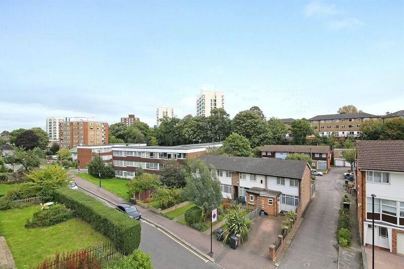 2 Bedrooms Flat for sale in Downes House, 34 Violet Lane, Croydon, CR0