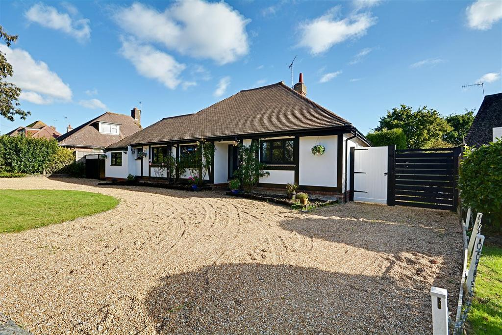 4 Bedrooms Detached Bungalow for sale in Oakleigh Road, Bexhill-On-Sea