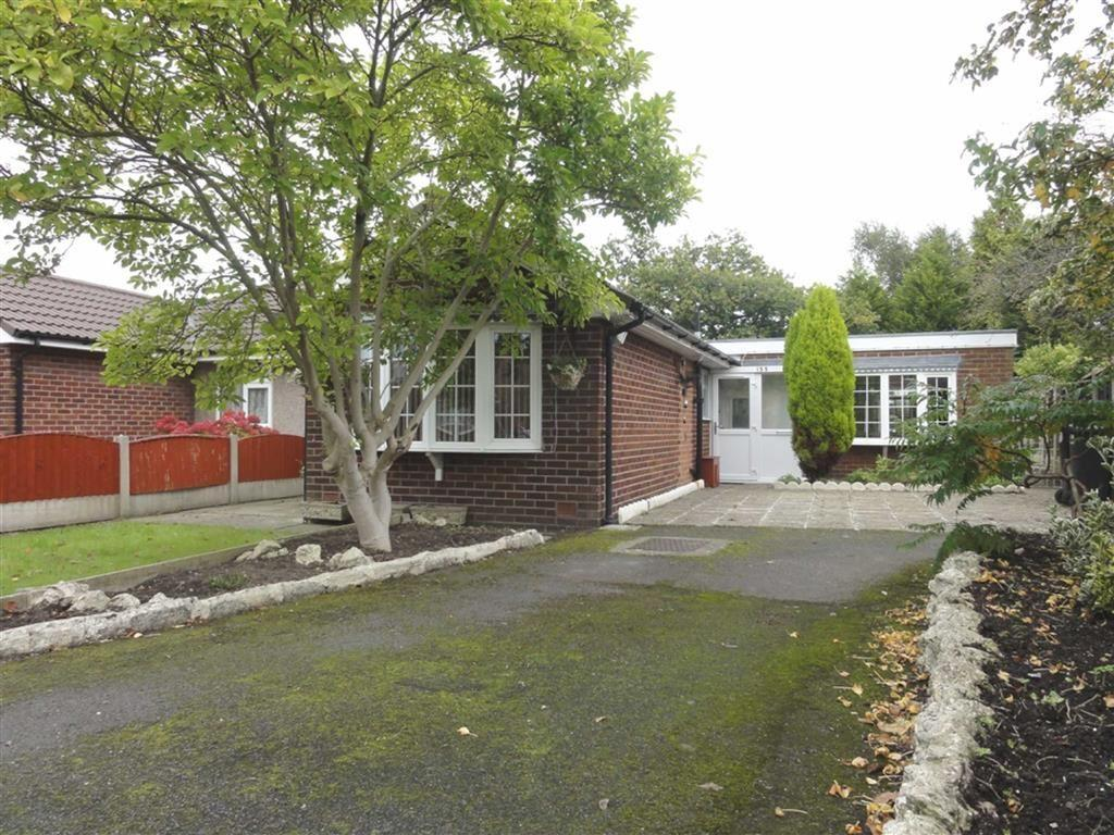 2 Bedrooms Semi Detached Bungalow for sale in Queensway, Heald Green