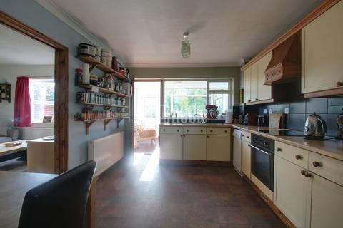 4 bedroom detached house for sale - Carr Road, Deepcar