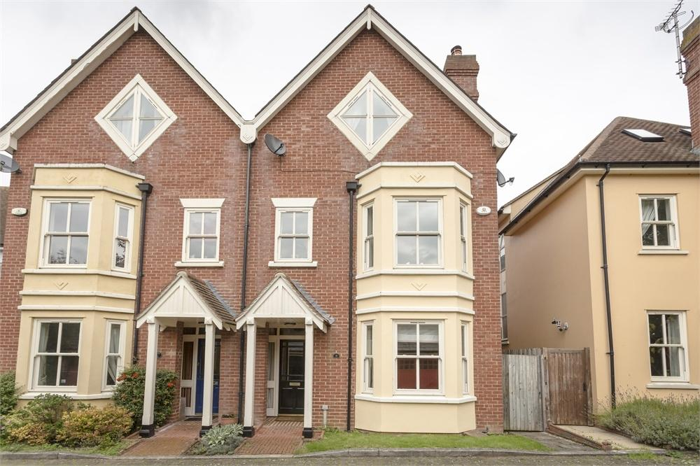 4 Bedrooms Semi Detached House for sale in Sanders Close, Stansted Mountfitchet, Essex