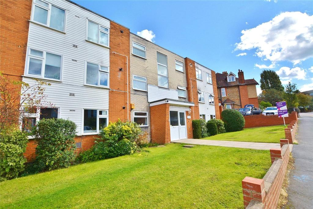 2 Bedrooms Apartment Flat for sale in Hantone House, Bushey Grove Road, Bushey, Hertfordshire, WD23