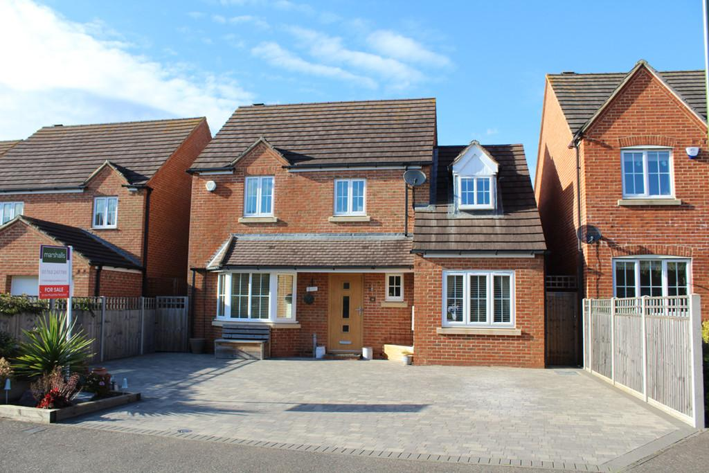 4 Bedrooms Detached House for sale in Nightingale Way, Royston