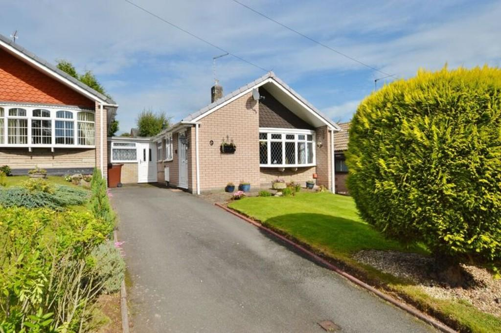 2 Bedrooms Detached Bungalow for sale in Peakes Road, Etchinghill