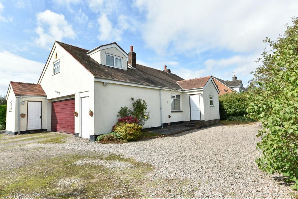 3 Bedrooms Detached Bungalow for sale in Fir Tree Lane