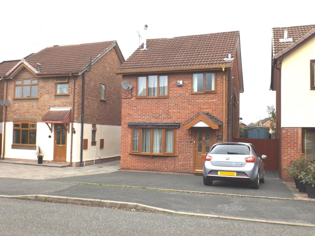 3 Bedrooms Detached House for sale in Falcon Drive, Crewe
