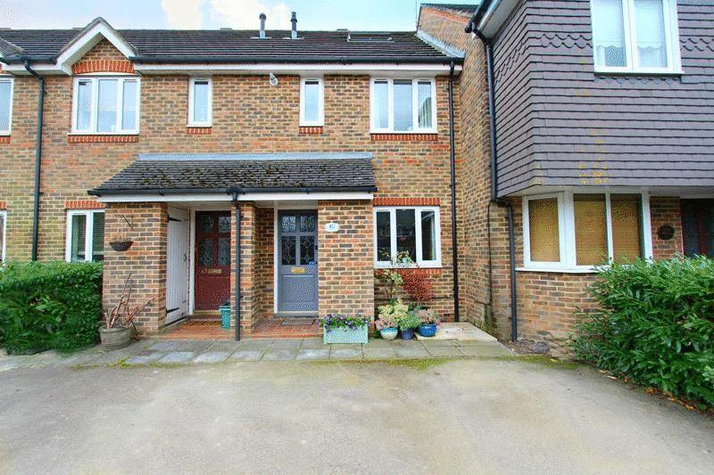 3 Bedrooms Terraced House for sale in Clayton Mead, Godstone