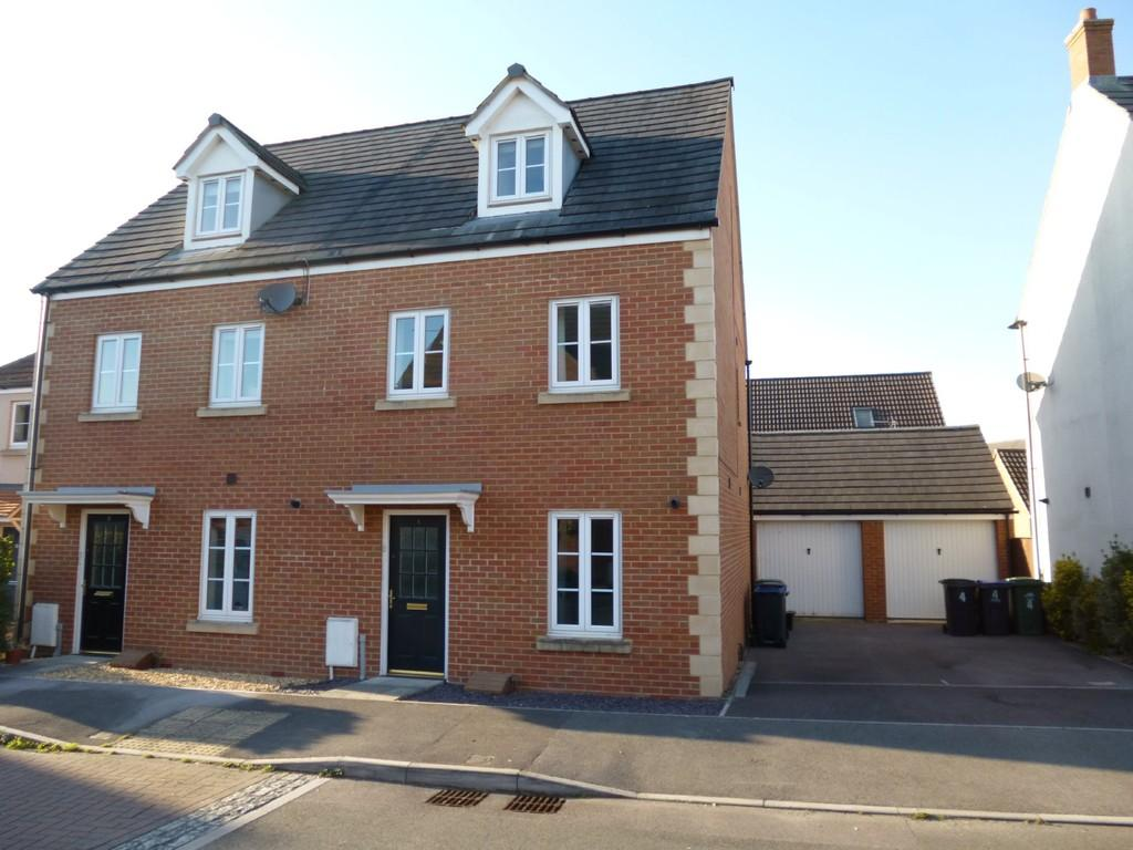 3 Bedrooms Semi Detached House for sale in Old Farm Road,Trowbridge