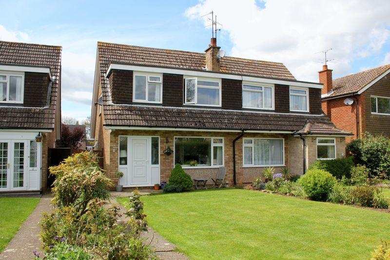 3 Bedrooms Semi Detached House for rent in Fawley Close, Cranleigh