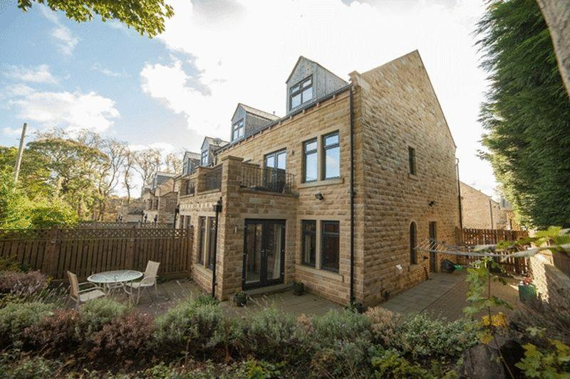 4 Bedrooms Town House for sale in Warren Lodge Gardens, Savile Park, Halifax