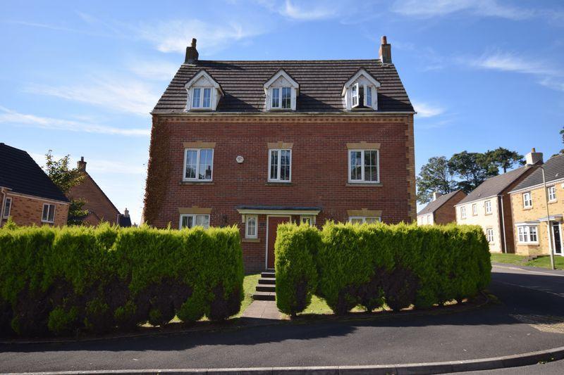 5 Bedrooms Detached House for sale in Parc Bronhaul, Bridgend