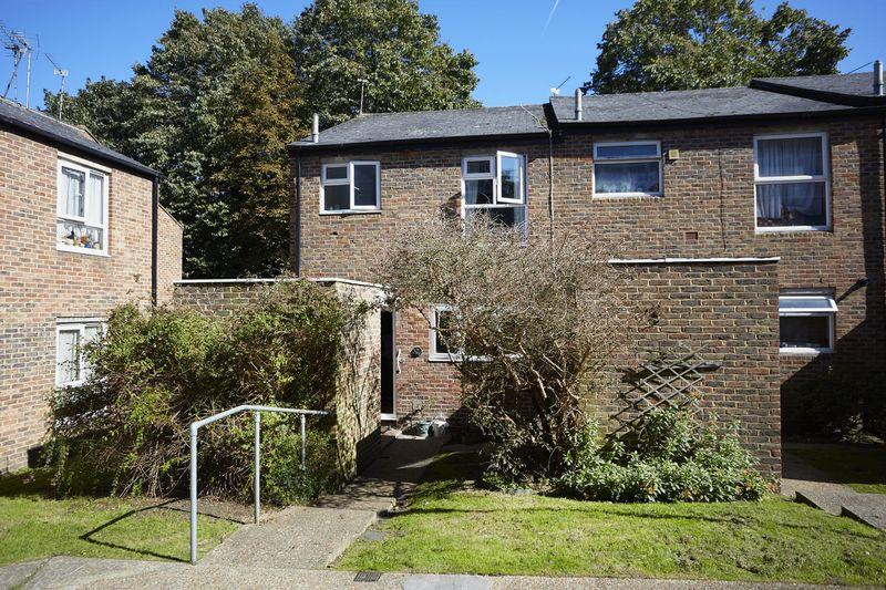 3 Bedrooms End Of Terrace House for sale in Fletching Road, Charlton