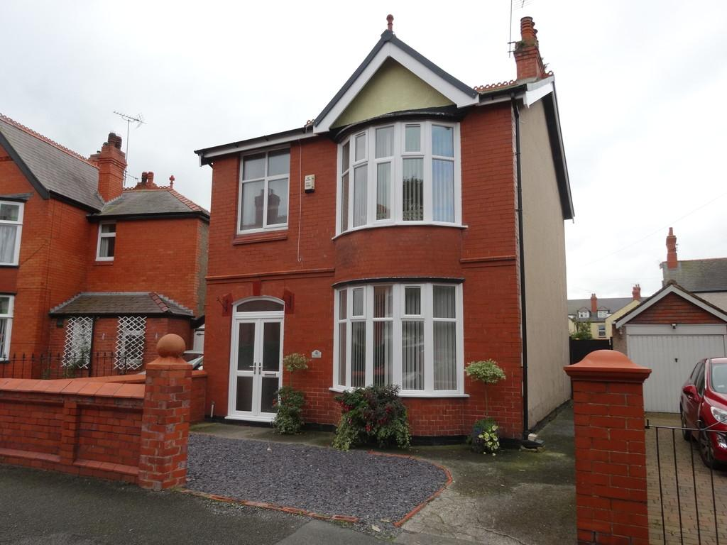 4 Bedrooms Detached House for sale in Fairfield Avenue, Rhyl