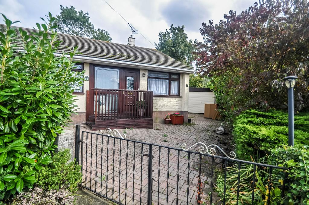 2 Bedrooms Semi Detached Bungalow for sale in 4 Tylewood