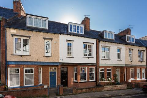 4 bedroom townhouse for sale - Queen Annes Road, York, YO30