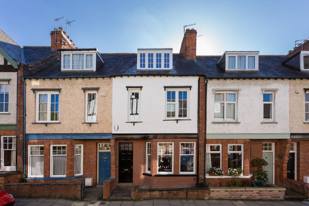 4 Bedrooms Town House for sale in Queen Annes Road, York, YO30