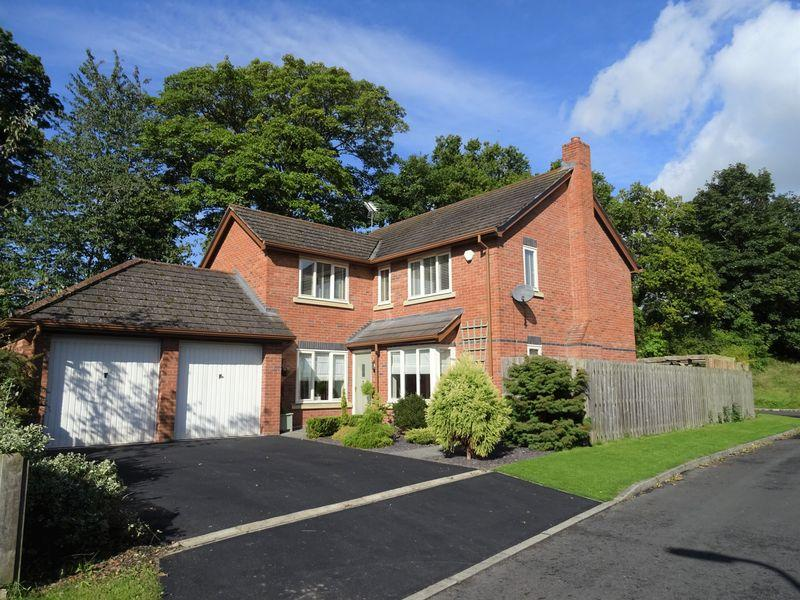 4 Bedrooms Detached House for sale in Lower School Drive, Ruabon