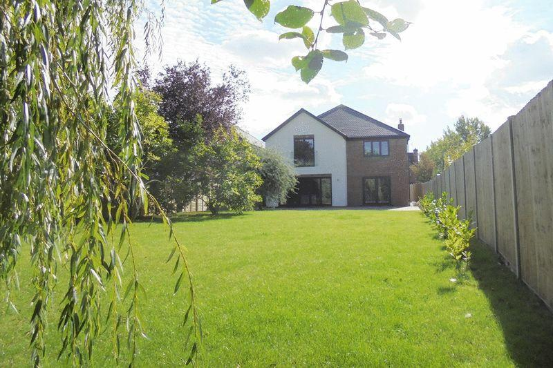 5 Bedrooms Detached House for sale in Shinehill Lane, South Littleton