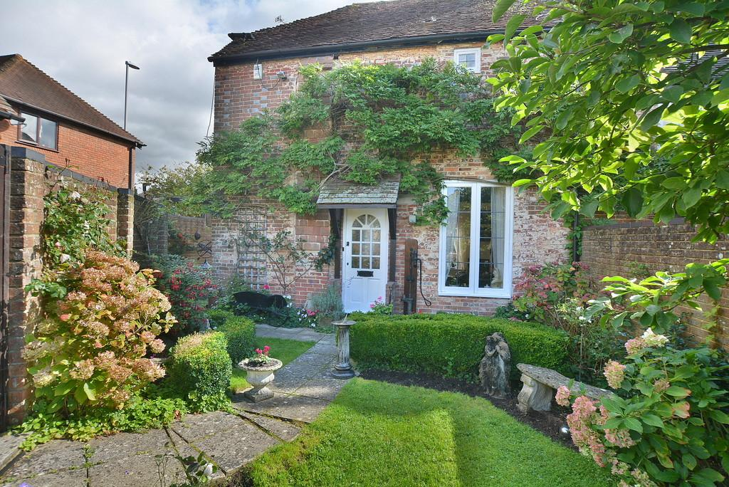 2 Bedrooms Semi Detached House for sale in Blind Lane, Wimborne