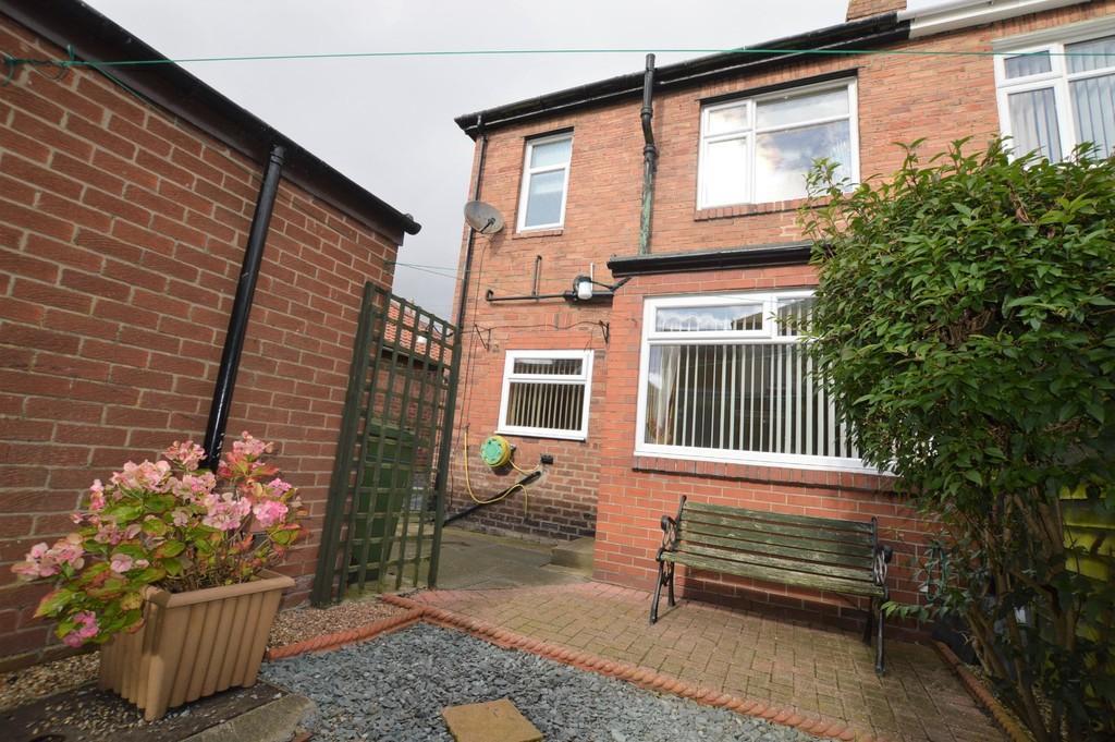 2 Bedrooms Semi Detached House for sale in Dyke Head, Greenside