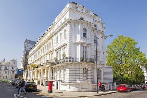 3 bedroom property to rent - Stanley Gardens W11