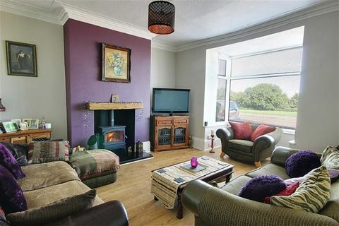 3 bedroom townhouse for sale - Lawe Road, South Shields, Tyne And Wear