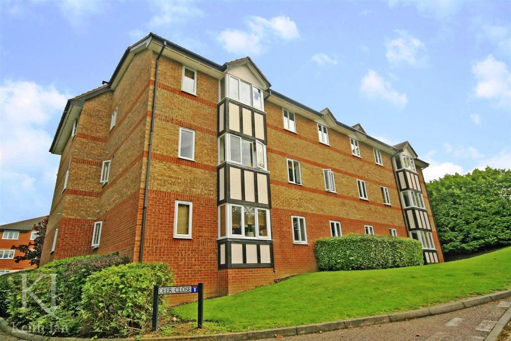 2 Bedrooms Apartment Flat for sale in Deer Close, Hertford - with Extended Lease