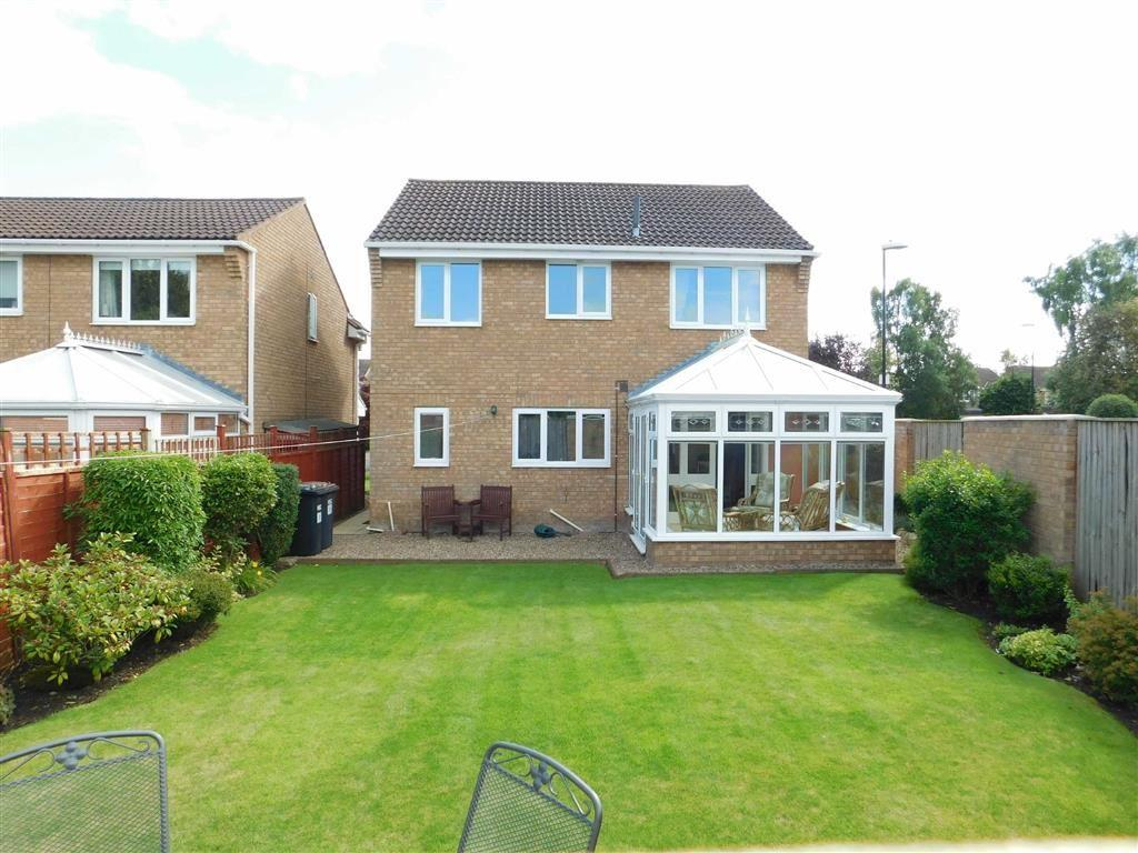 4 Bedrooms Detached House for sale in Hell Wath Grove, Ripon