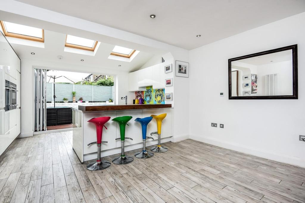 3 Bedrooms Semi Detached House for sale in Lyham Road, Brixton