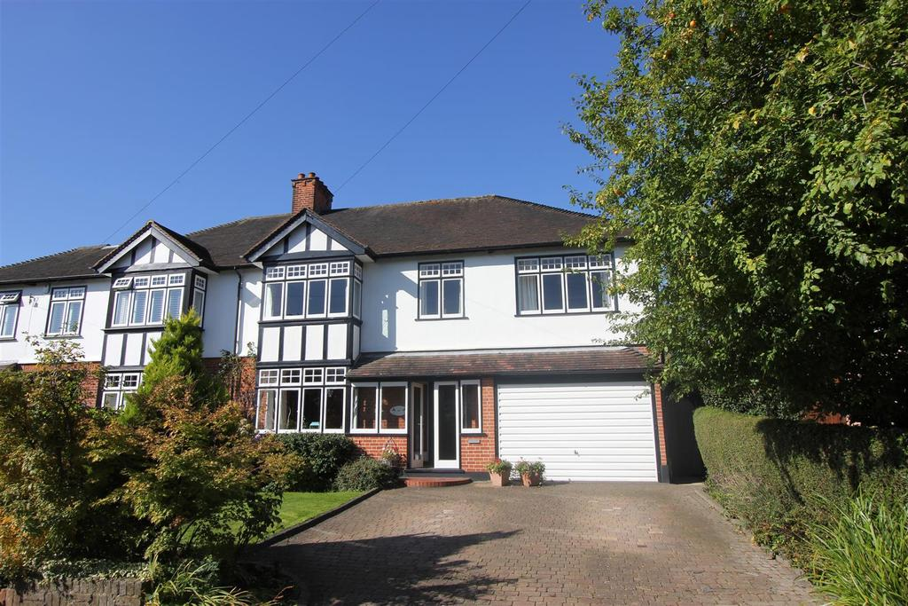 5 Bedrooms Semi Detached House for sale in Worrin Road, Shenfield, Brentwood
