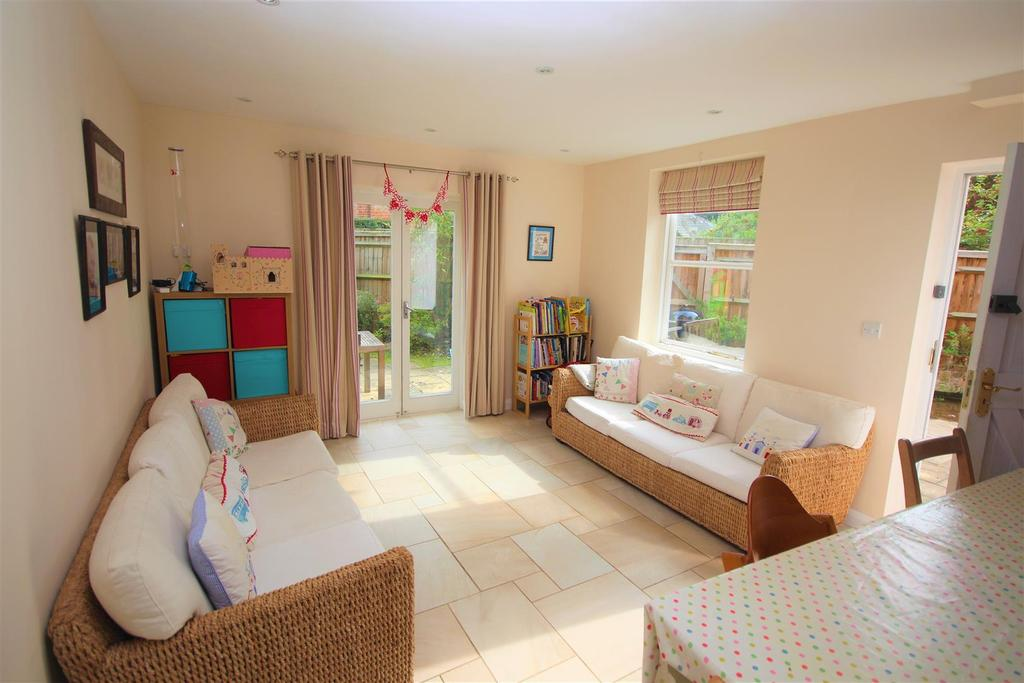 4 Bedrooms Semi Detached House for sale in Hungerford Lane, Shurlock Row, Reading