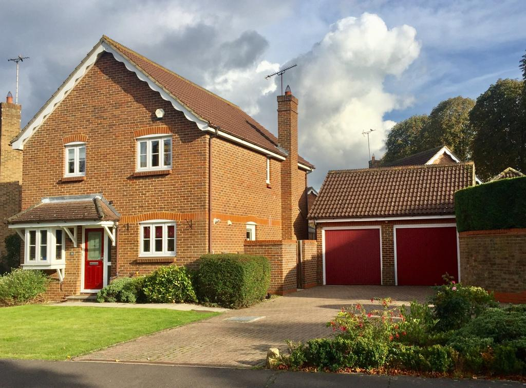 4 Bedrooms Detached House for sale in Poplar Drive, Hutton, Brentwood, Essex, CM13