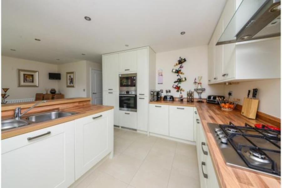 4 Bedrooms Detached House for sale in SAXON WAY, SHERBURN IN ELMET, LS25 6PP