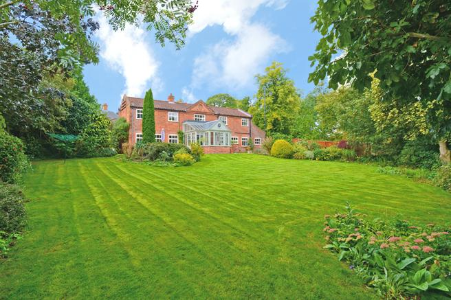 4 Bedrooms Unique Property for sale in The Old Coach House, Burgage, Southwell, Nottinghamshire NG25 0EP