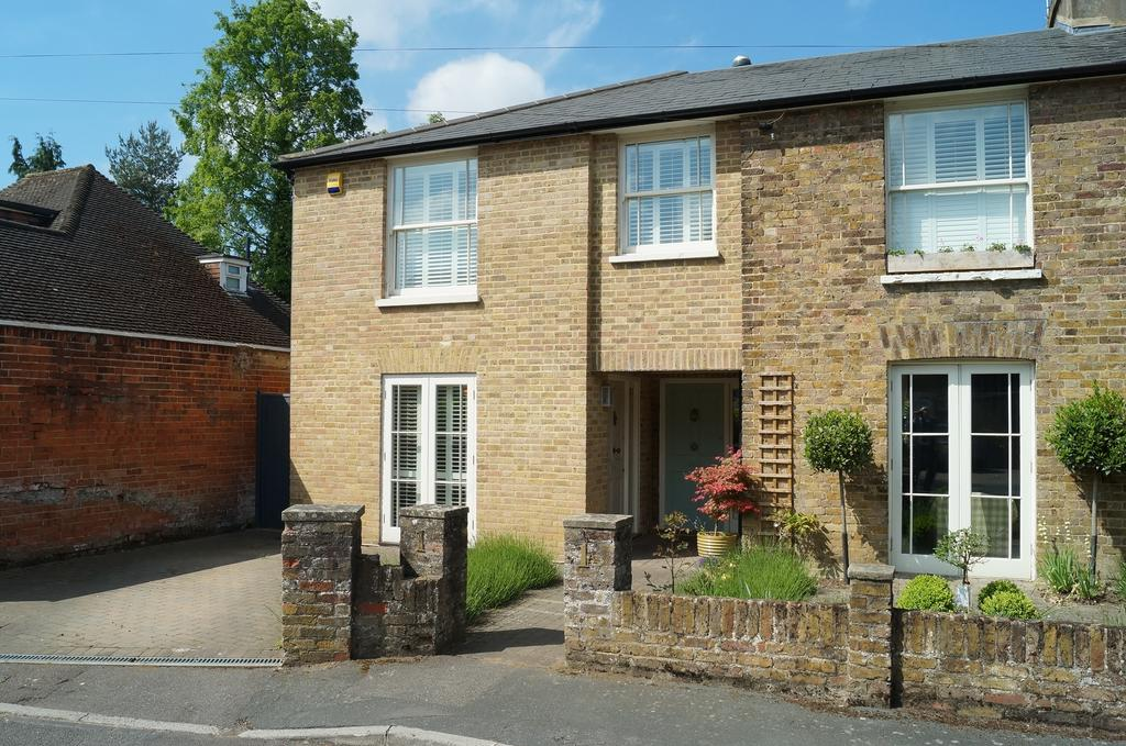 3 Bedrooms Semi Detached House for sale in Park Lawn Road, Weybridge KT13