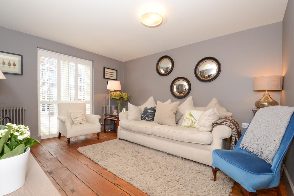 3 Bedrooms Semi Detached House for sale in Park Lawn Road, Weybridge KT13