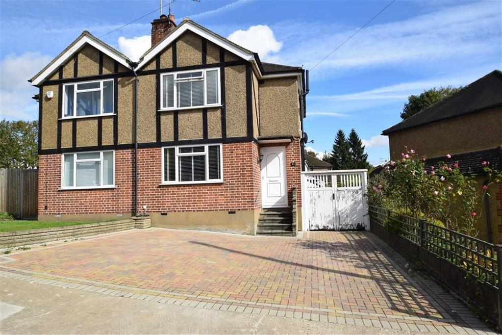 3 Bedrooms Semi Detached House for sale in Maxwell Close, Rickmansworth, Herts