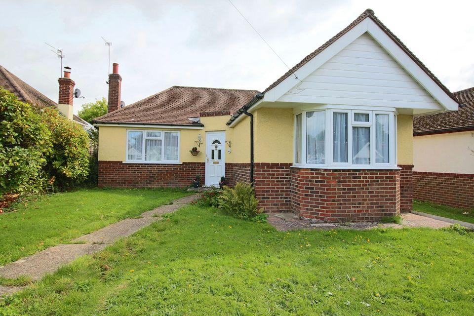 2 Bedrooms Detached Bungalow for sale in Mackie Avenue, Hassocks, West Sussex.