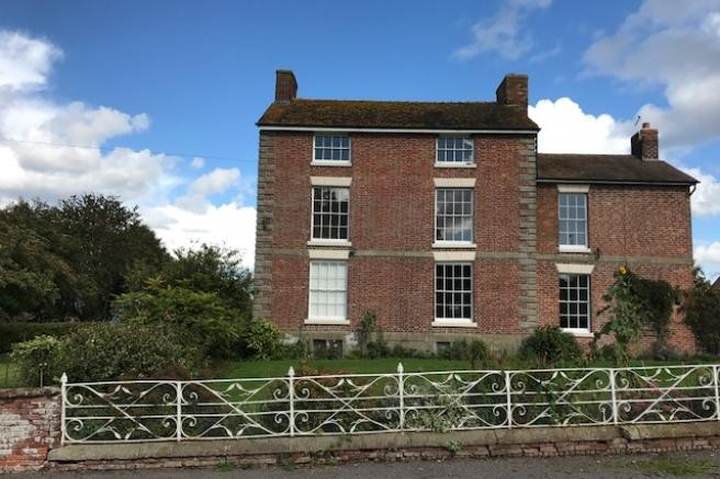 5 Bedrooms Farm House Character Property