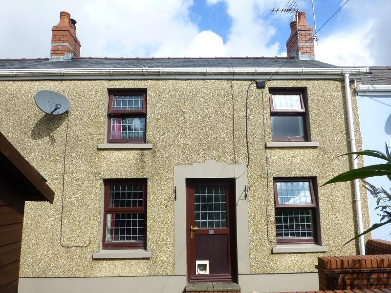 2 Bedrooms Terraced House for sale in Chapel Street, Upper Brynamman, Ammanford, Carmarthenshire.